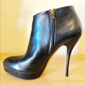 Gucci stiletto black leather ankle booties